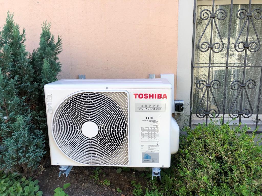 Klimaanlage Aussengerät Wandmontage auf Konsolen