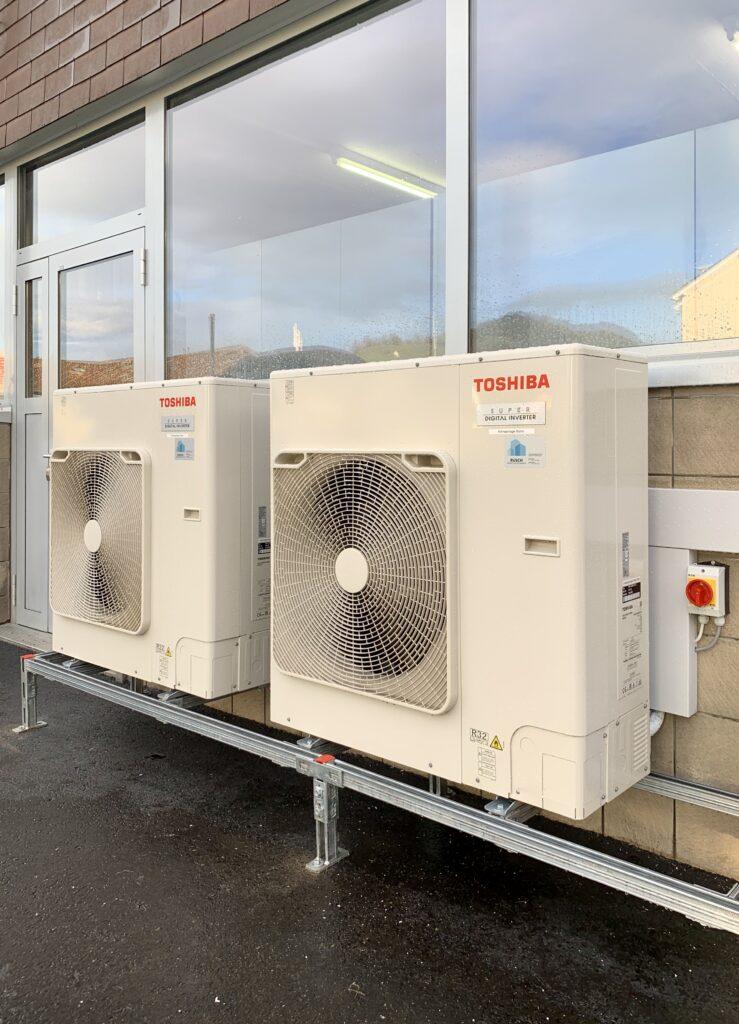 Klimaanlage Aussengeräte auf Konstruktion