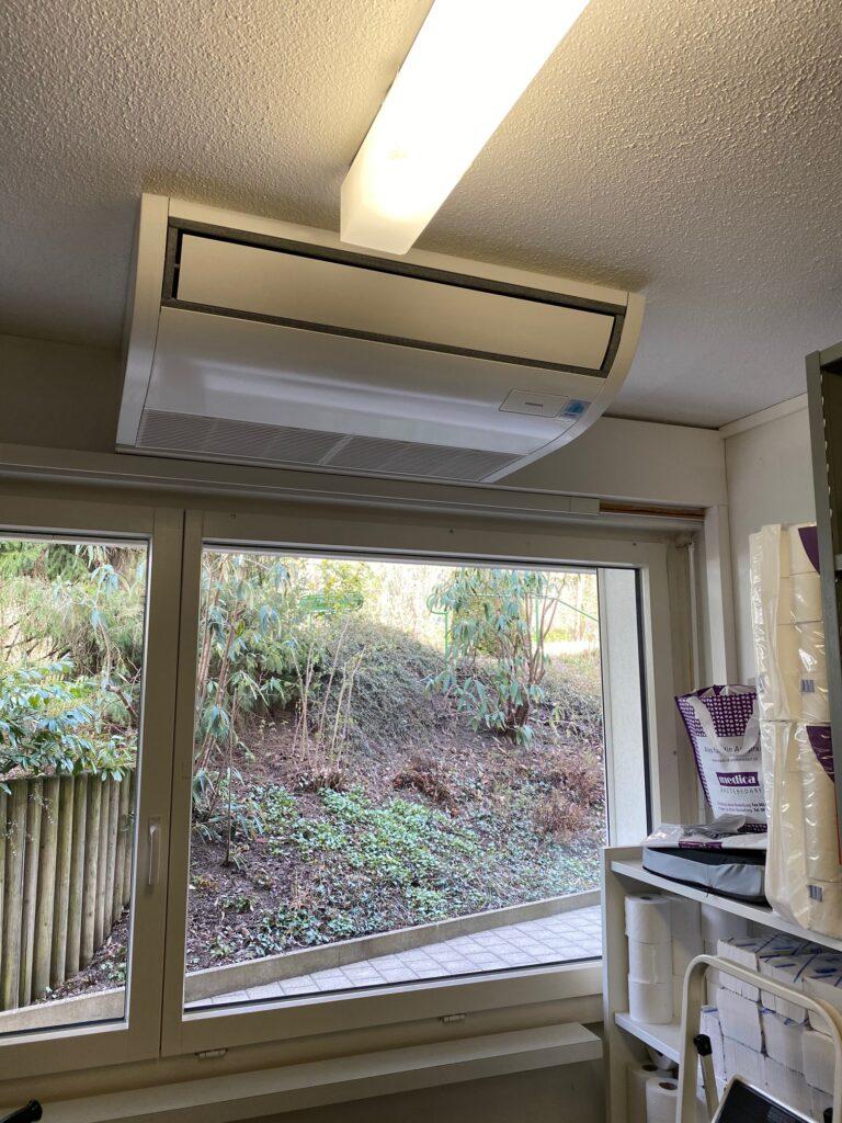 Klimaanlage Innengerät Deckenanbaugerät