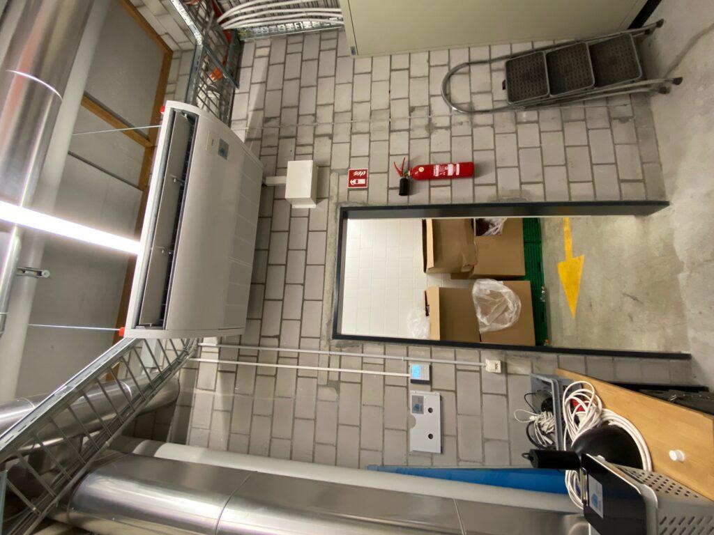 Klimaanlage Innengerät Deckenanbaugerät mit Kondensatwasserpumpe